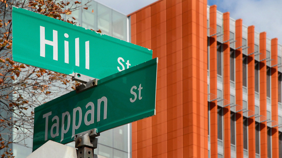 Street sign: Tappan and Hill